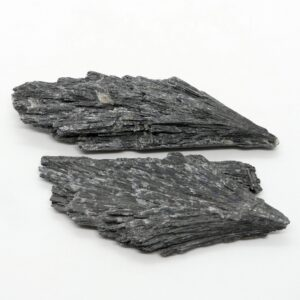 Kyanite_Black_Rough_30-50g 2