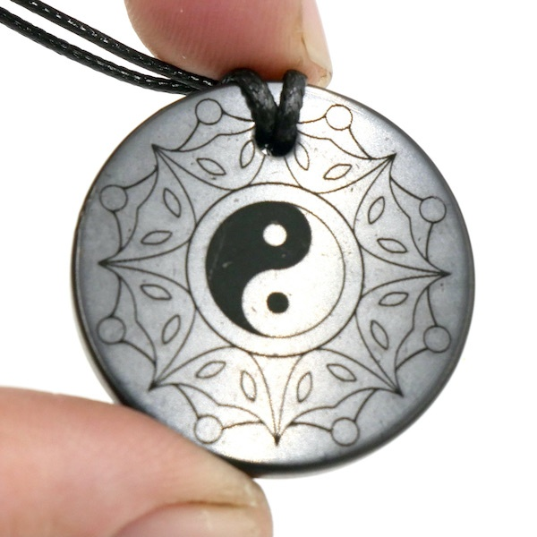 Shungite pendant Yin Yang 2